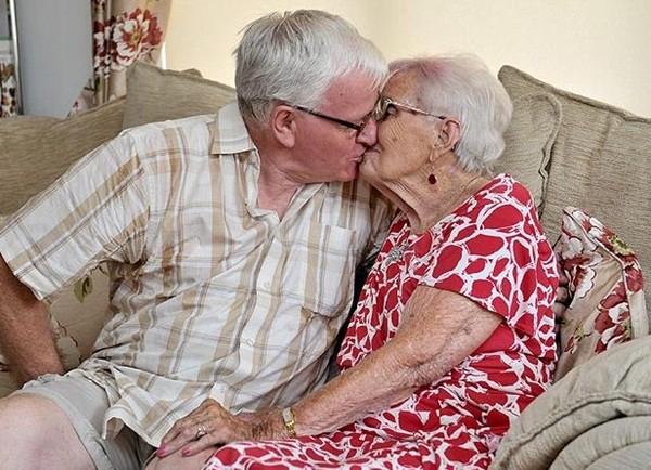 Mối tình như mơ của cặp đôi vợ hơn chồng 33 tuổi 3