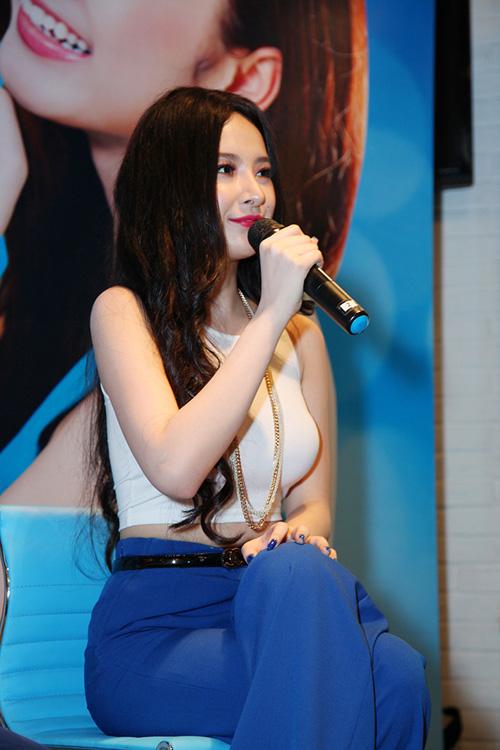 """Angela Phương Trinh: """"Biết đâu tôi sẽ là ứng cử viên Hoa hậu Việt Nam"""" 4"""