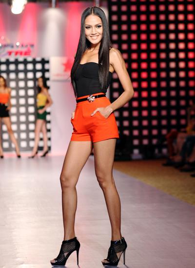 Người mẫu Việt khoe chân dài với short 10