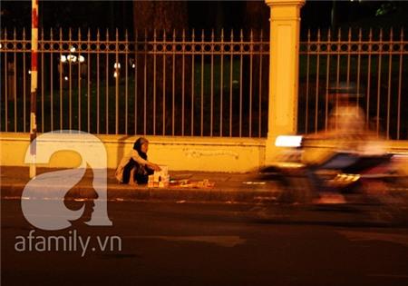 Sự thật nhức nhối phía sau những ông bà cụ bán tăm bông ở Sài Gòn 5