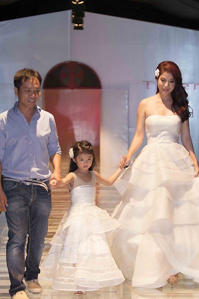 Con gái Trương Ngọc Ánh tự tin lần đầu lên sàn diễn thời trang 7