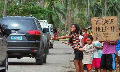 Hàng ngàn trẻ em vùng bão Philippines đổ ra đường xin ăn trong đói khát 1