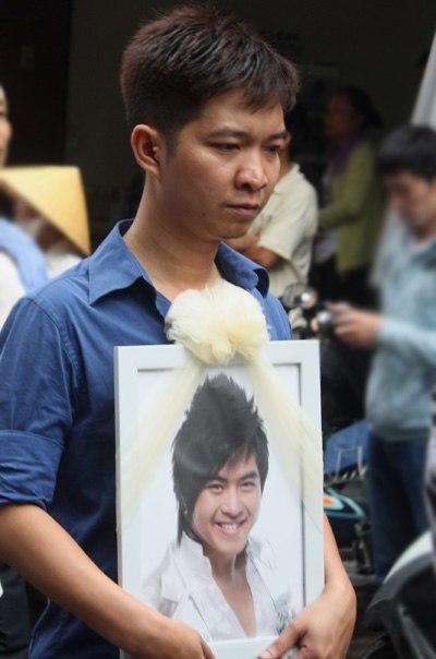 Gia đình và bạn bè đẫm lệ đưa tiễn Wanbi Tuấn Anh 5