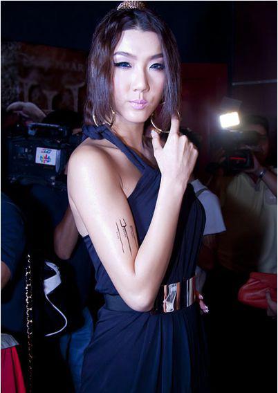 Kiểu trang điểm doạ ma của mỹ nhân Việt 16