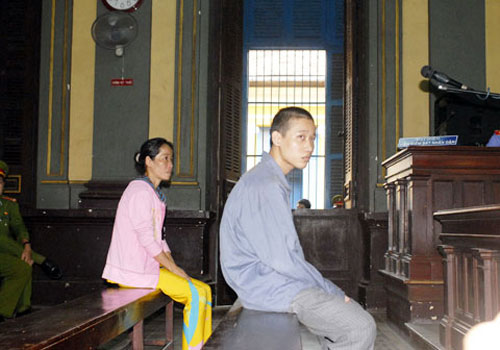 Nghịch tử giết cha vẫn cười khi tòa tuyên án 2
