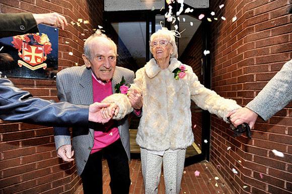 Gần 100 tuổi vẫn kết hôn vì trúng tiếng sét ái tình 3