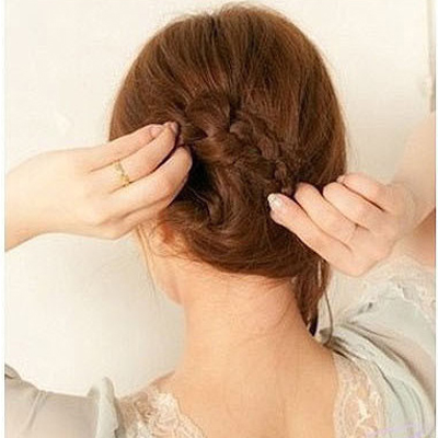 Cách đơn giản thực hiện 2 kiểu tóc đẹp ngày hè cho nàng công sở 4