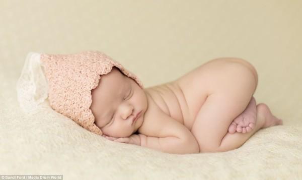 Quá ngọt ngào với chùm ảnh bé sơ sinh ngủ 9