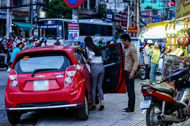 Con gái Phan Thanh Bình tinh nghịch khi được bố mẹ đưa đi mua sắm 16