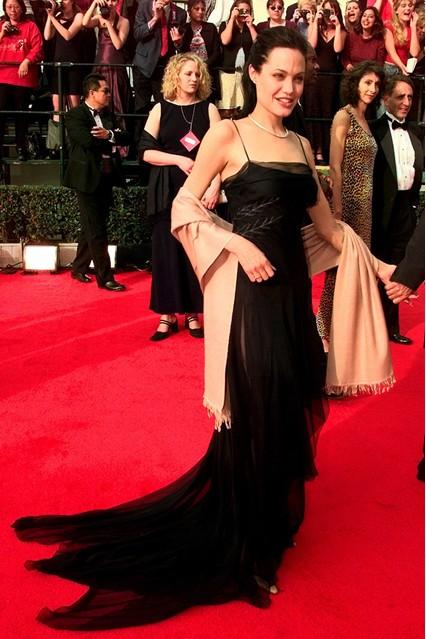 Gu thời trang đáng nhớ của Angelina Jolie 3