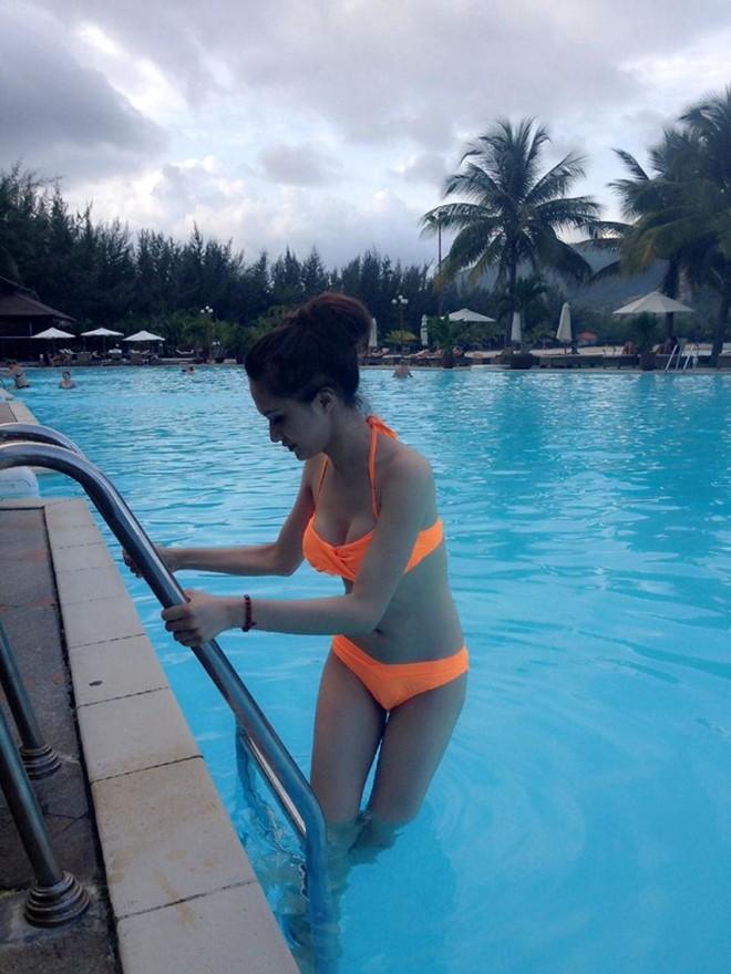 Hương Giang Idol khoe thân hình nóng bỏng với bikini 6