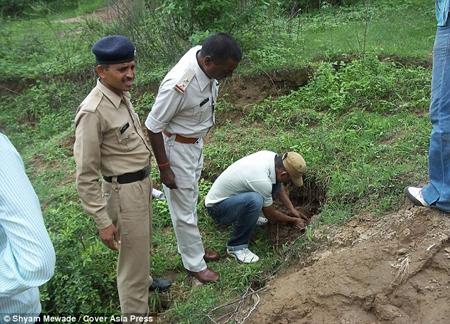 Bé gái một ngày tuổi bị chôn sống trong rừng 1