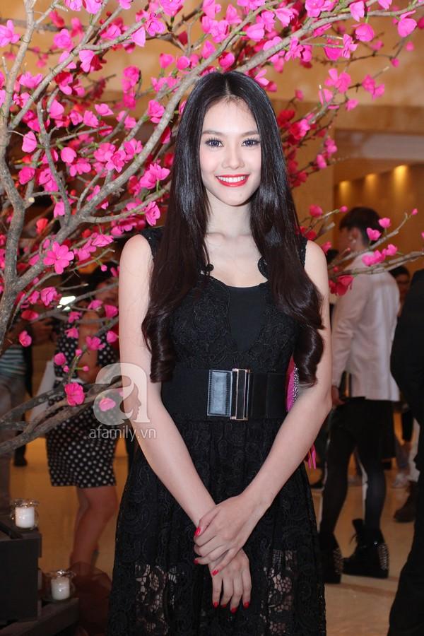 Mỹ nhân Việt lộng lẫy váy trắng trên thảm đỏ 8