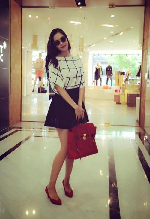 Soi thời trang hàng hiệu trong tháng của sao Việt 6