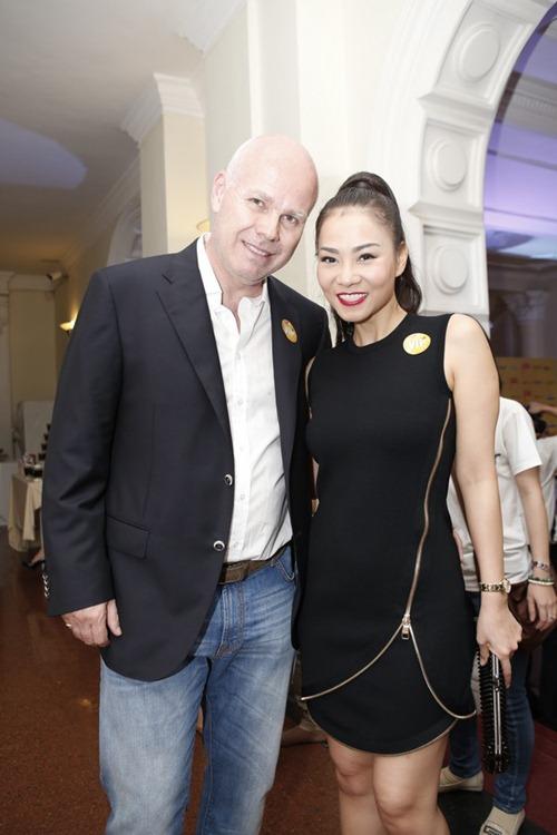 Soi thời trang hàng hiệu trong tháng của sao Việt 14