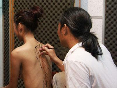 Cận cảnh công việc của người mẫu khỏa thân 3