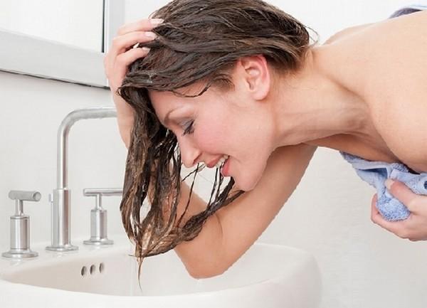 Mẹo chăm sóc tóc dầu trở nên bồng bềnh và khô ráo 5