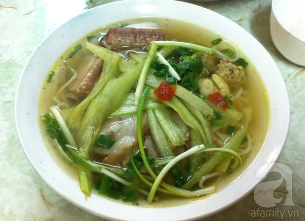 Ấm bụng bát bún dọc mùng ngon, rẻ phố Nguyễn Cao 4