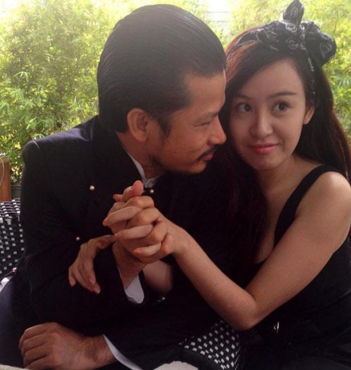 Sốc với ảnh ôm ấp của Bà Tưng và ông Tưng Hùng Cửu Long 3