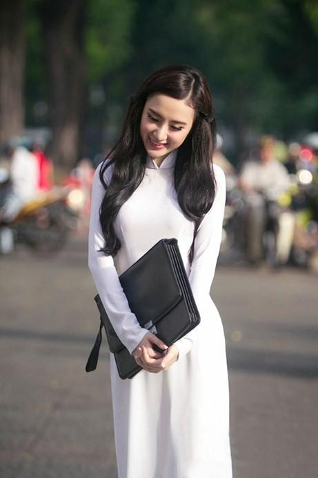 Angela Phương Trinh hiền dịu, mỏng manh trong tà áo dài trắng 6