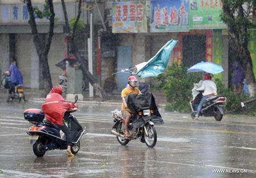 Cận cảnh sức tàn phá của bão Kalmaegi ở miền nam Trung Quốc 5