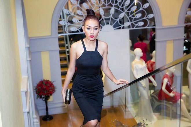 Minh Hằng váy hở táo bạo đi dự tiệc cuối năm của Lý Nhã Kỳ 8