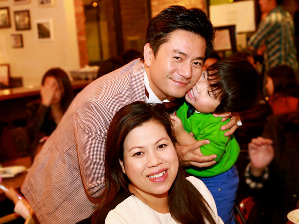 Vợ Trương Minh Cường khệ nệ bầu 9 tháng mừng sinh nhật chồng 4