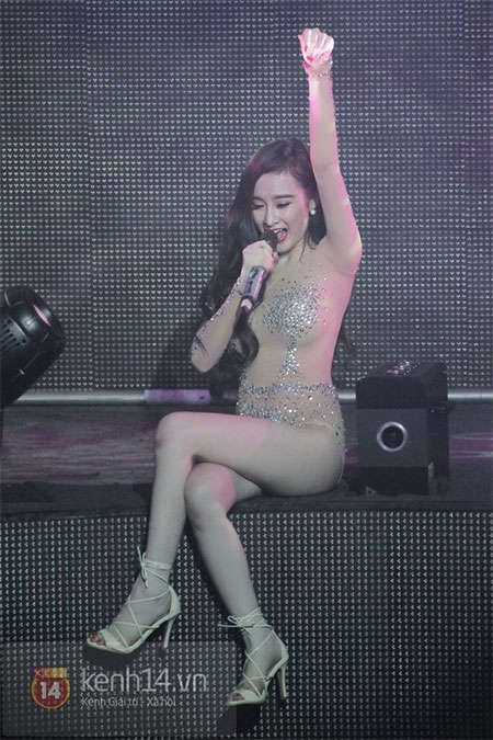 Angela Phương Trinh diện đồ như Can Lộ Lộ lên sân khấu 3