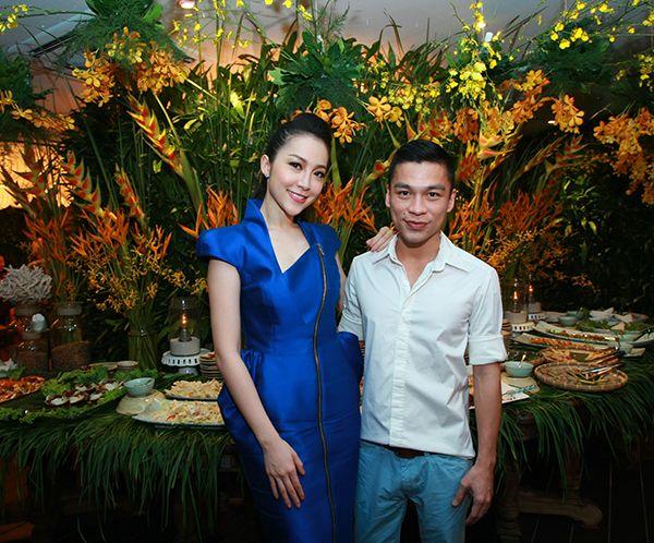 Vợ chồng Tăng Thanh Hà tình cảm đi tiệc 16