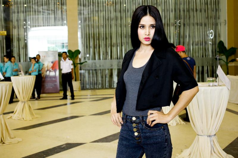 Vợ tiền đạo Phan Thanh Bình bị chê trang điểm đậm ở Top Model 1