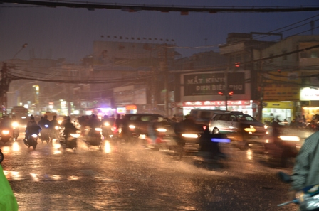TPHCM bị ngập khủng khiếp sau trận mưa và triều cường 5
