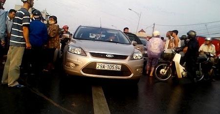 Xe gây tai nạn định bỏ chạy, hàng loạt taxi từ chối cứu người 4