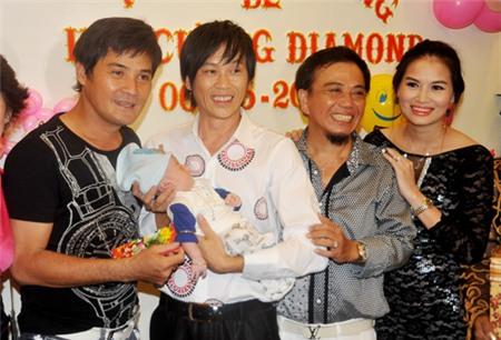 Hoài Linh nhận con gái Hồng Tơ làm con nuôi 5