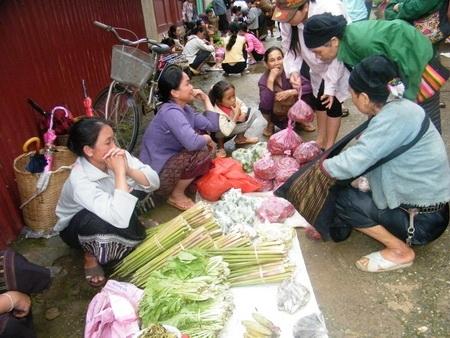Độc đáo khu chợ Việt lưu hành cùng lúc 3 loại tiền 1