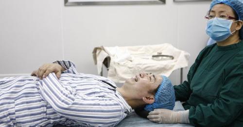 Chồng đi phẫu thuật thẩm mỹ vì... vợ trẻ hơn 24 tuổi 7