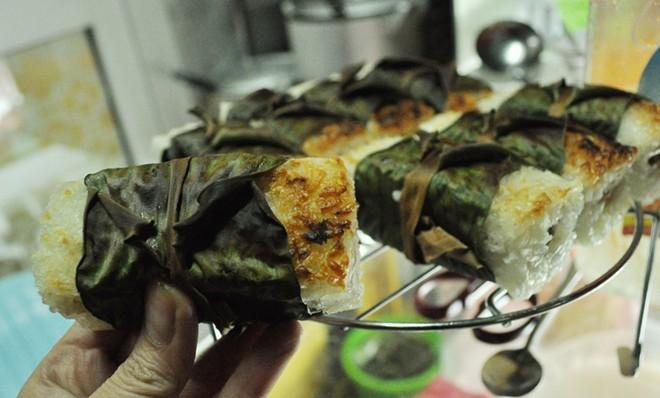 Bánh căn, chè chuối nướng ngon lạ ở vỉa hè Nguyễn Như Đổ 11
