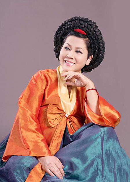 """Minh Hằng làm """"mama Chue"""" trong Táo quân 2014 5"""
