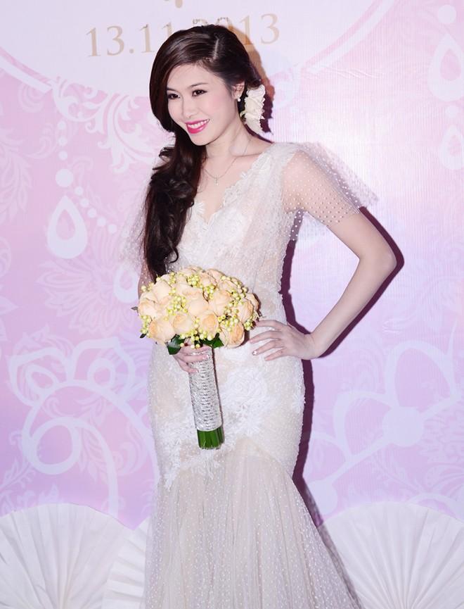 Tuấn Hưng đưa bạn gái vừa tái hợp đi tiệc cưới Đăng Khôi 7