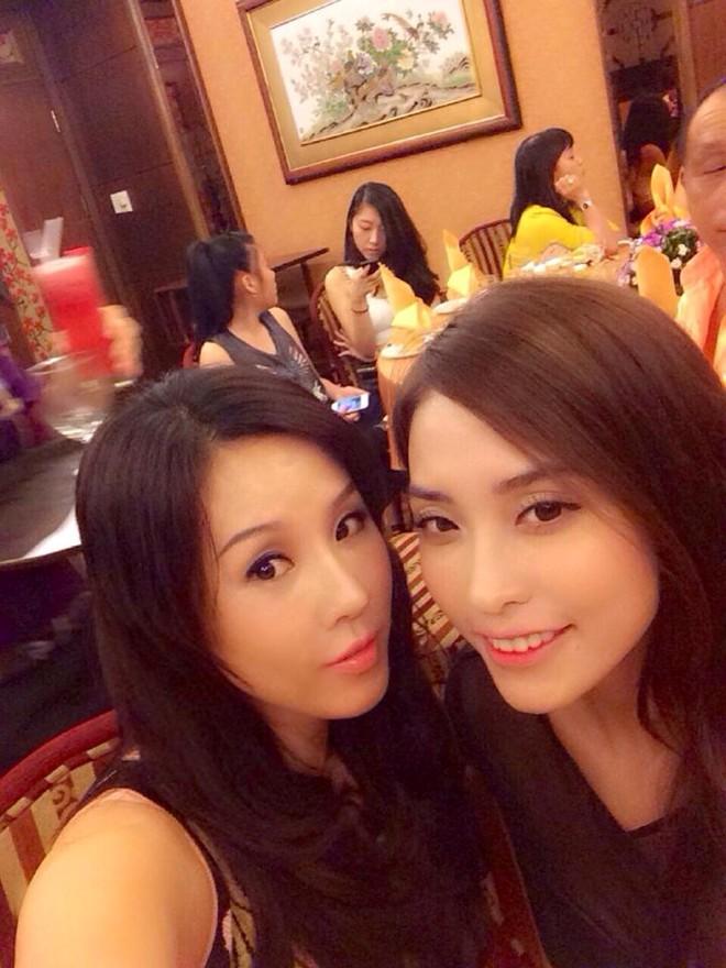 Trấn Thành đãi tiệc sinh nhật cùng lúc cho mẹ và bạn gái 3