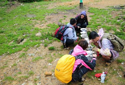 Thí sinh 'Cuộc đua kỳ thú' mếu máo trên đỉnh Fansipan 3
