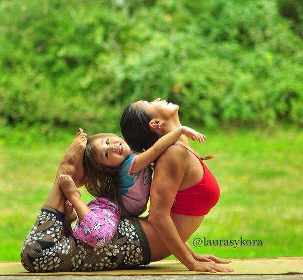 """Chùm ảnh đầy cảm hứng của """"bà mẹ Yoga"""" dáng siêu đẹp 24"""