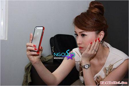 """Điện thoại của sao Việt: Khi smartphone, lúc... """"cục gạch"""" 7"""