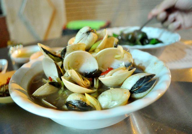 Quán hải sản ngon rẻ hiếm thấy khu phố cổ 4