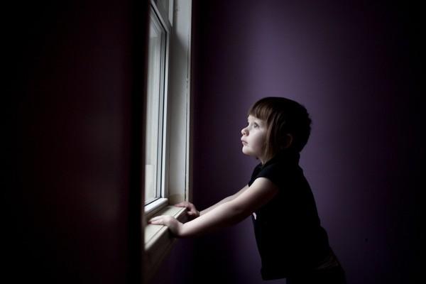 Thế giới bí ẩn của một bé gái 3 tuổi mắc bệnh tự kỷ 17