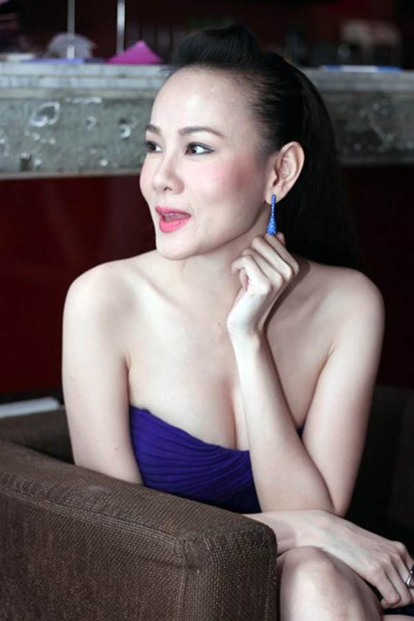 """Những sao Việt """"nghiện"""" phong cách trang điểm đậm 24"""
