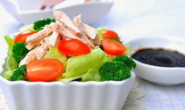 Salad gà chua ngọt dễ ăn 1
