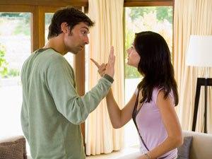 Đừng 'vạch áo cho người xem lưng' khi vợ chồng lục đục 1