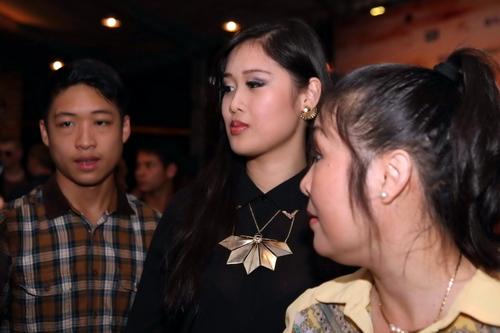 Con gái xinh đẹp cao 1m77 của NSND Hồng Vân bất ngờ tái xuất 2