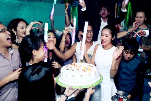 Hà Tăng đón sinh nhật đầu tiên bên chồng 1