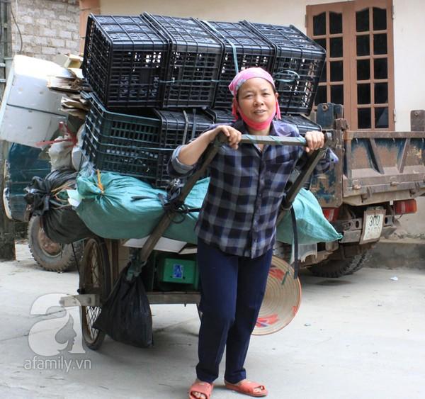 Hà Nội: Vợ chồng mua đồng nát trả lại 10 cây vàng nhặt được 3